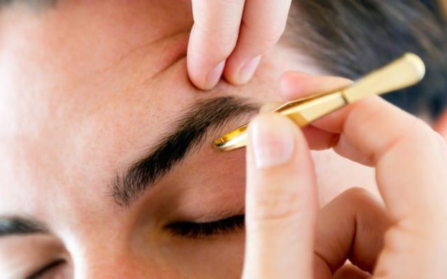 男性の眉毛
