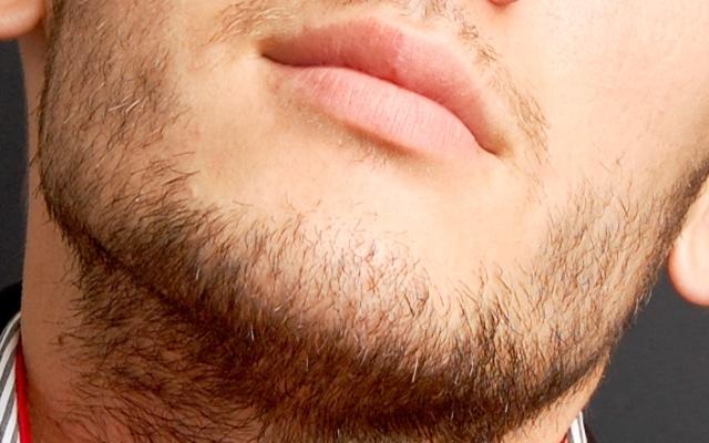 髭の剃り残し
