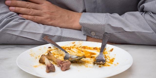 食べる速さを女性に合わせる